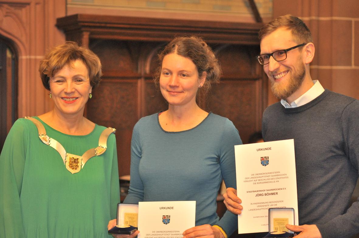 Imka und Jörg mit Charlotte Britz zur Verleihung der Bürgermedaille.